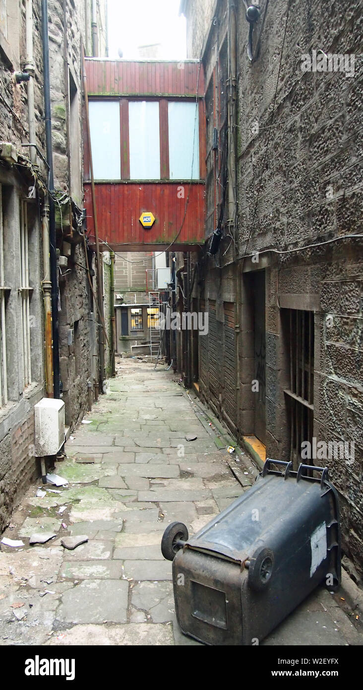 Scott's Close or Hary Ogilvie's Close, Dundee, Scotland. Line of a medieval street that linked Nethergate to Fish Street. Closed off at both ends. - Stock Image