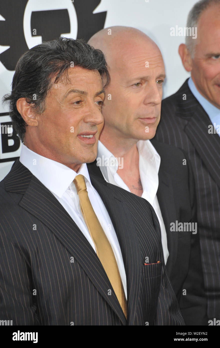 LOS ANGELES, CA. August 03, 2010: Sylvester Stallone (left) & Bruce Willis at the world premiere of their new movie 'The Expendables' at Grauman's Chinese Theatre, Hollywood. © 2010 Paul Smith / Featureflash - Stock Image