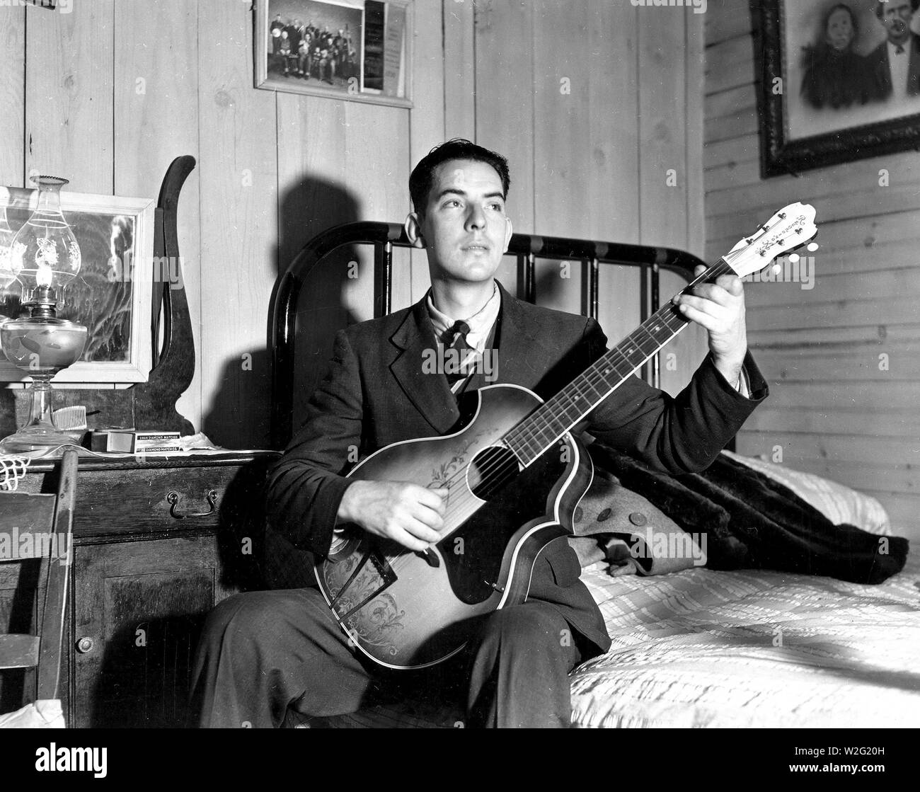 Fields Ward of Bog Trotters Band, with guitar, Galax, Virginia ca. 1937 - Stock Image