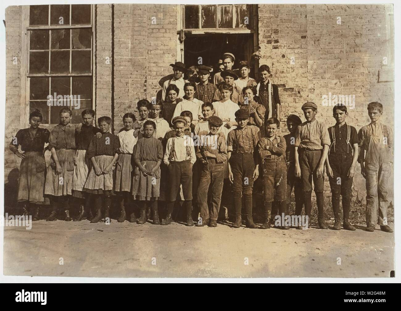 Cherryville Mfg. Co., Cherryville, N.C. A few of the workers. - Stock Image