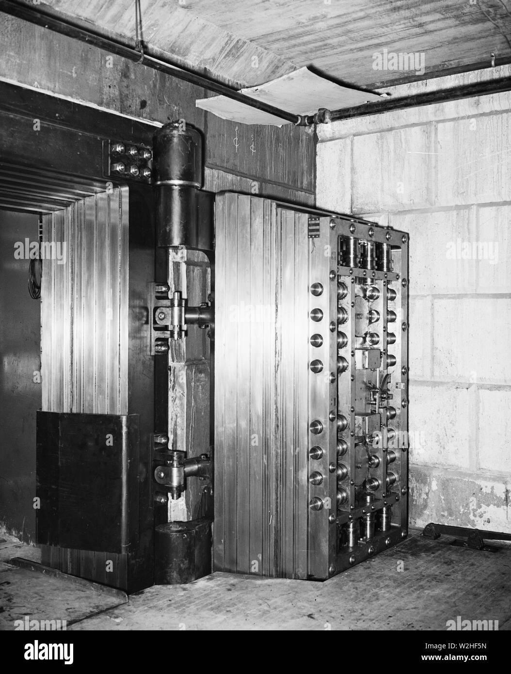 Large vault door ca. 1934 - Stock Image