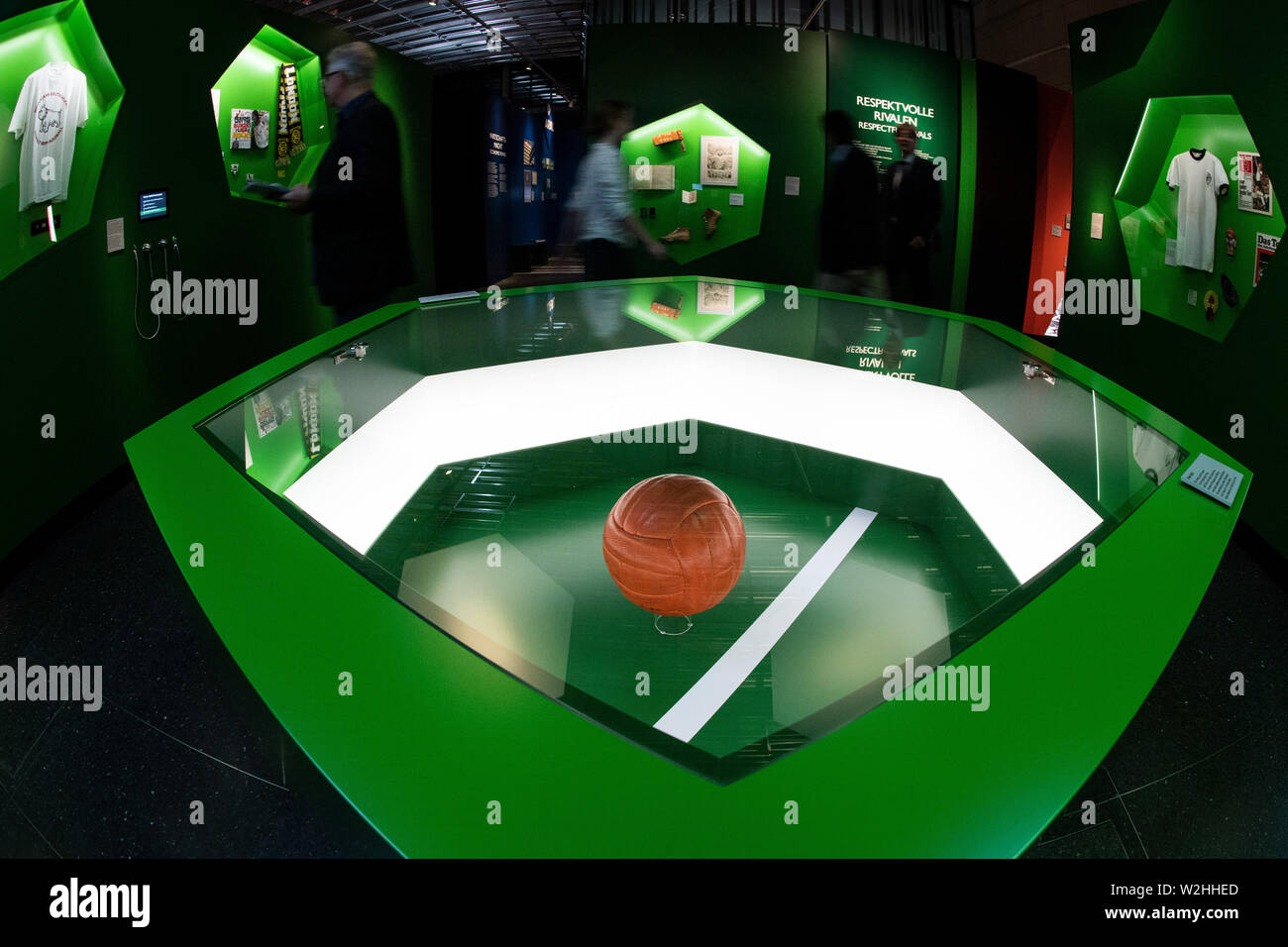 """Bonn, Germany. 09th July, 2019. The match ball of the 1966 World Cup Final at Wembley Stadium is in a display case. The exhibition """"Very British"""" at the Haus der Geschichte deals with the German-British relationship since 1945. Credit: Federico Gambarini/dpa/Alamy Live News Stock Photo"""