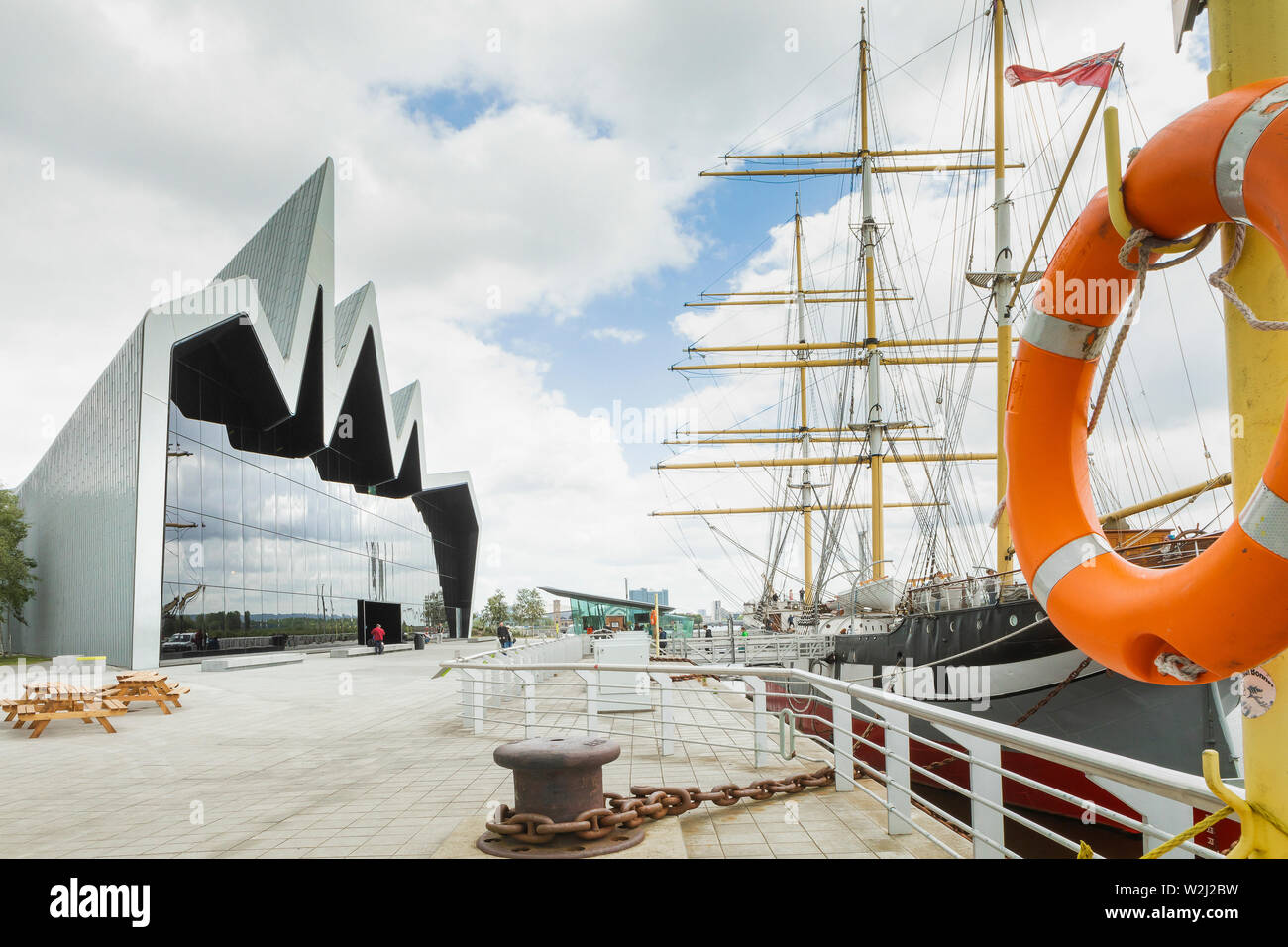 waterfront side of the RIVERSIDE MUSEUM WITH a  LIFEBELT IN THE FOREGROUND - Stock Image