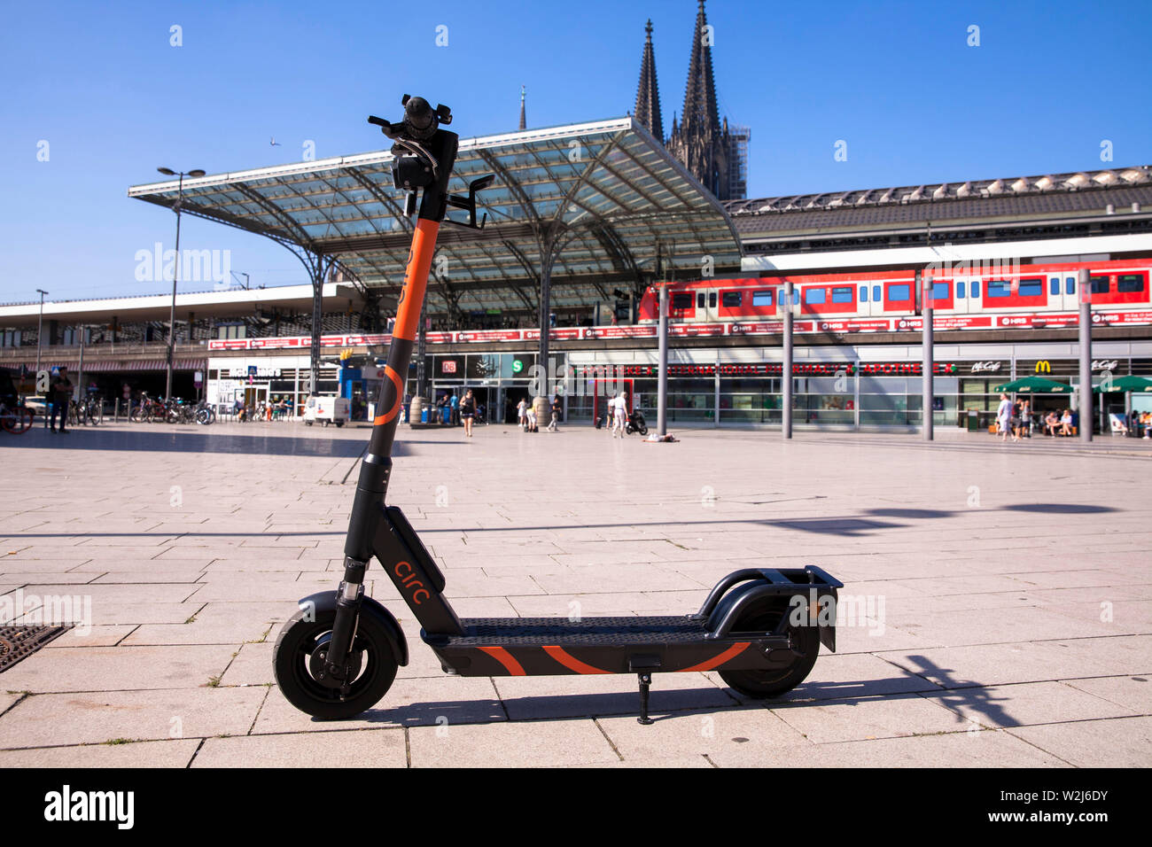 Circ electric scooters for rental at the main station, the cathedral, Cologne, Germany.  Circ Elektroscooter zum mieten am Hauptbahnhof, der Dom, Koel Stock Photo