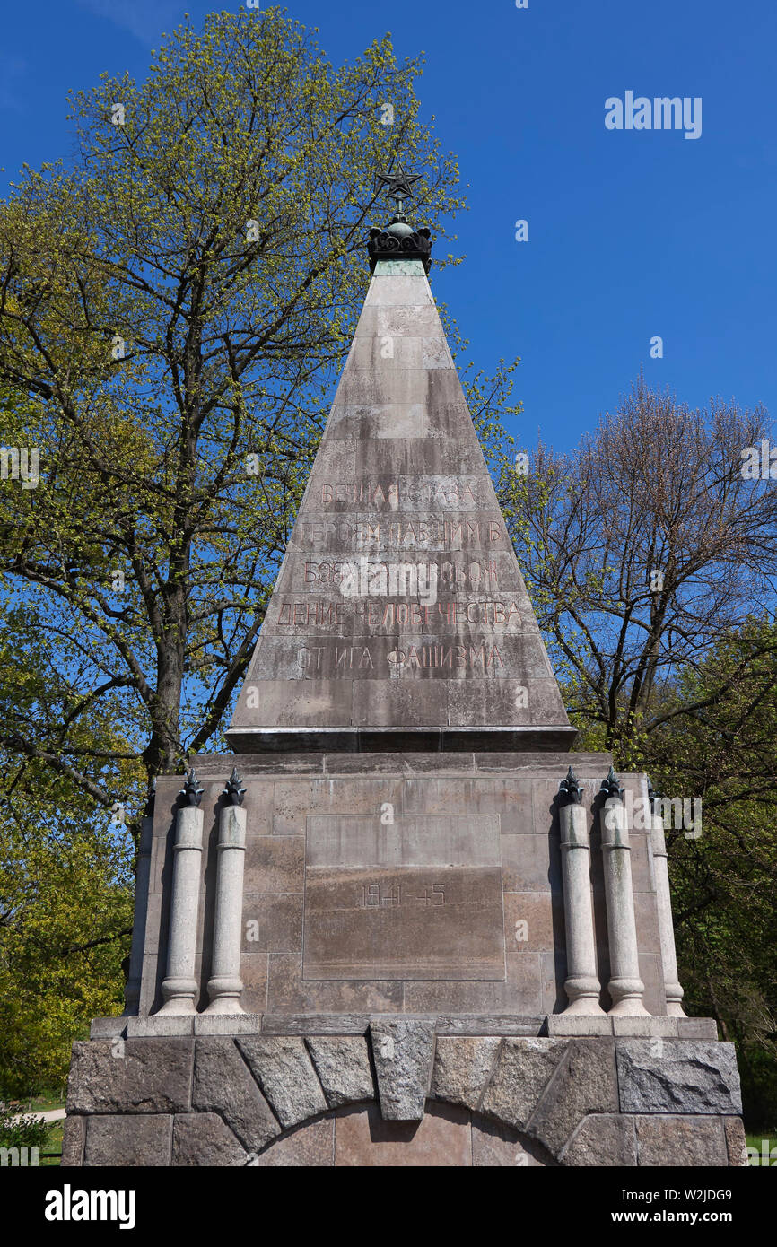 Soviet Memorial, Buch. It commemorates the soldiers of the Red Army who fell in the vicinity during the Battle of Berlin in April 1945. - Stock Image