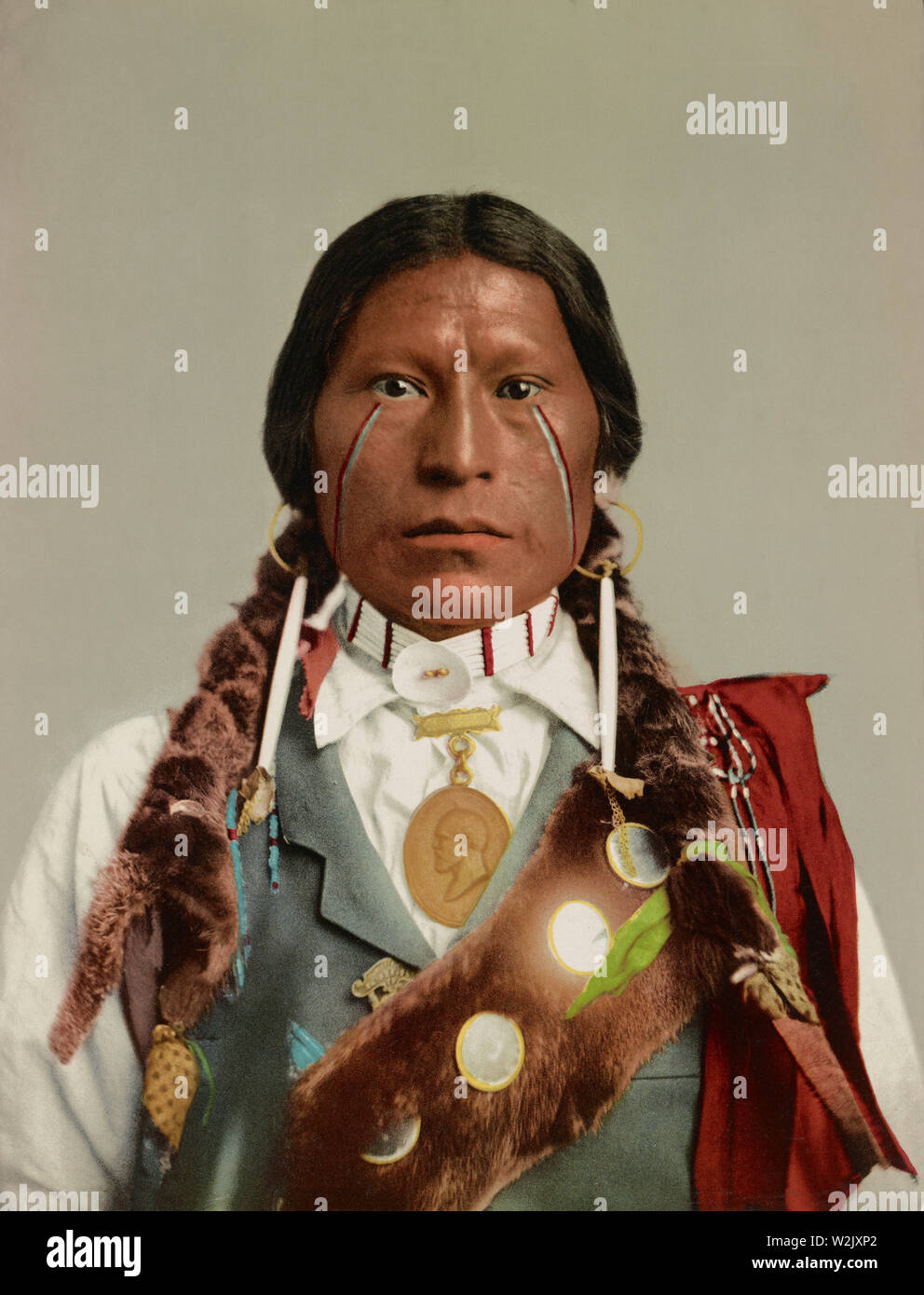 Apache Chief James A Garfield Head And Shoulders Portrait Detroit Photographic Company 1899 Stock Photo Alamy