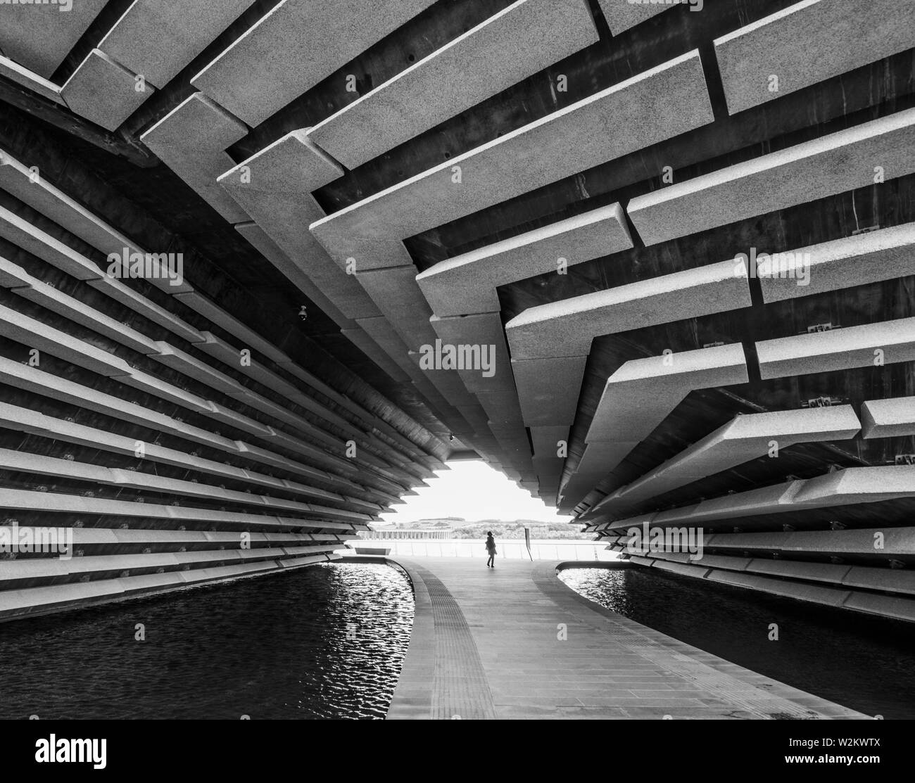 Visitor at the V&A Museum - Dundee Stock Photo
