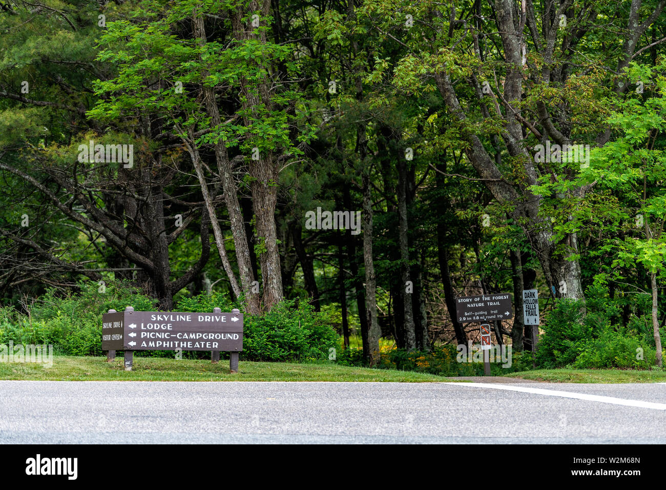 Road with signs in Shenandoah Blue Ridge appalachian mountains on skyline drive for lodge, picnic campground amphitheater visitor center and trails - Stock Image