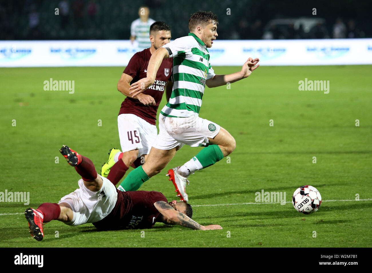 Sarajevo. 9th July, 2019. James Forrest of Celtic (up) competes against Dusan Hodzic (bottom) of Sarajevo during the First qualifying round match of UEFA Champions League between Sarajevo Bosnia and Herzegovina (BiH) and Celtic Scotland in Sarajevo, Bosnia and Herzegovina on July 9, 2019. Credit: Nedim Grabovica/Xinhua/Alamy Live News - Stock Image