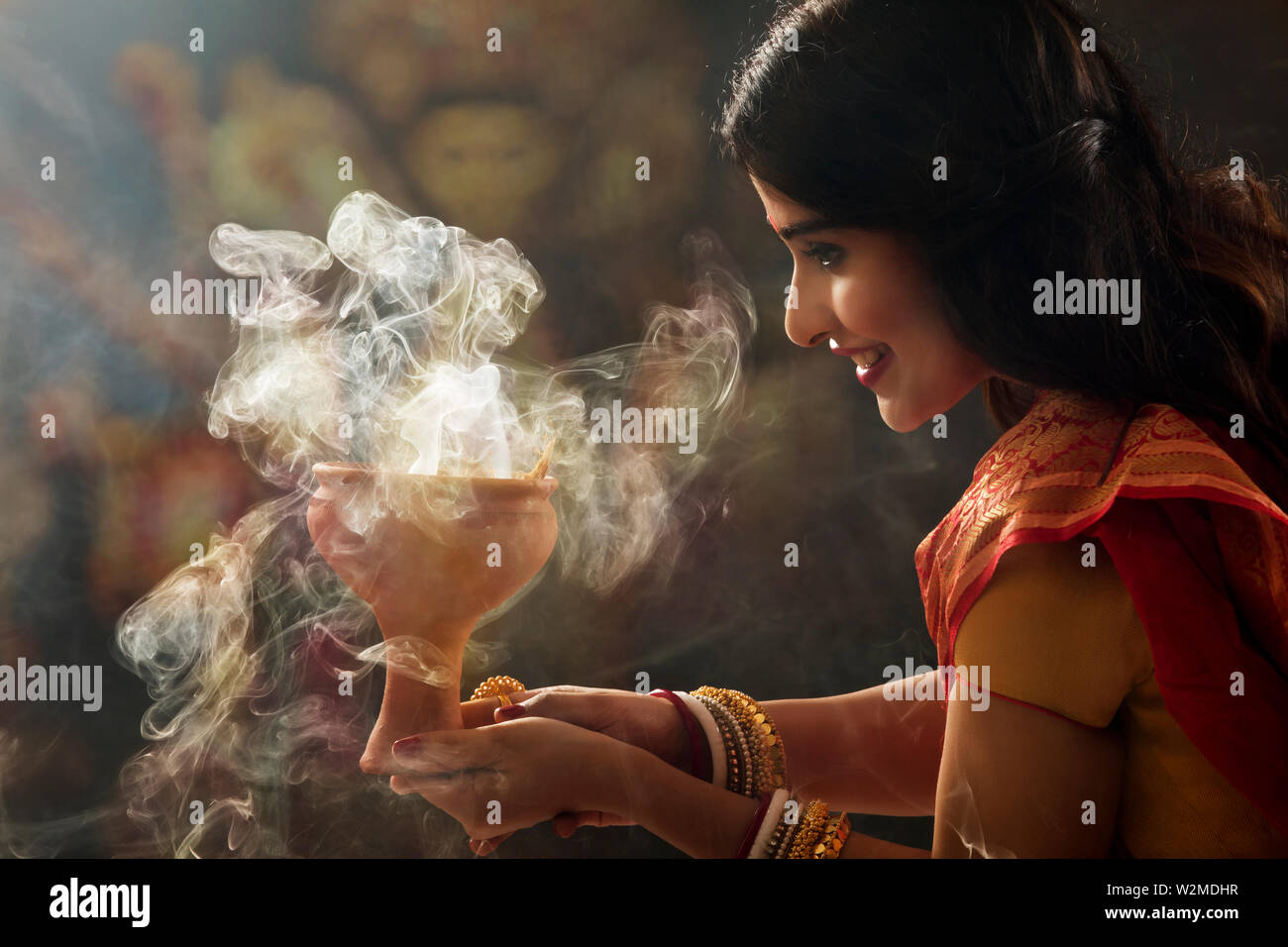 Bengali Married woman doing a Dhunuchi dance on the occasion of durga puja Stock Photo