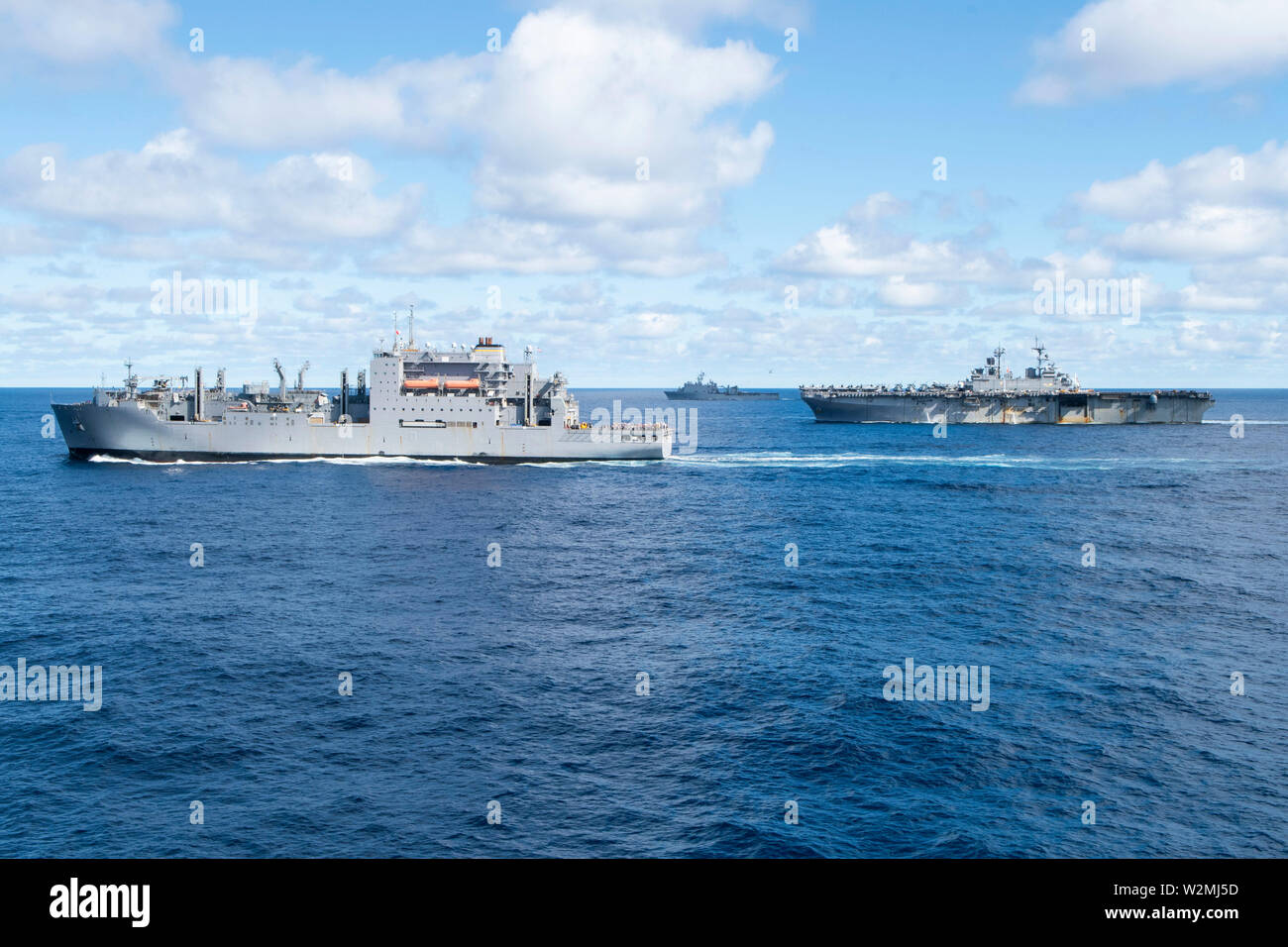 190709-N-DX072-1231 TASMAN SEA (July 9, 2019) The Military Sealift Command dry cargo and ammunition ship USNS Richard E. Byrd (T-AKE 4), the amphibious dock landing ship USS Ashland (LSD 48), and the amphibious assault ship USS Wasp (LHD 1) transit together during a replenishment-at-sea. Wasp, flagship, and Ashland, part of the of the Wasp Amphibious Ready Group, with embarked 31st Marine Expeditionary Unit, is currently participating in Talisman Sabre 2019 off the coast of Northern Australia.  A bilateral, biennial event, Talisman Sabre is designed to improve U.S. and Australian combat traini - Stock Image