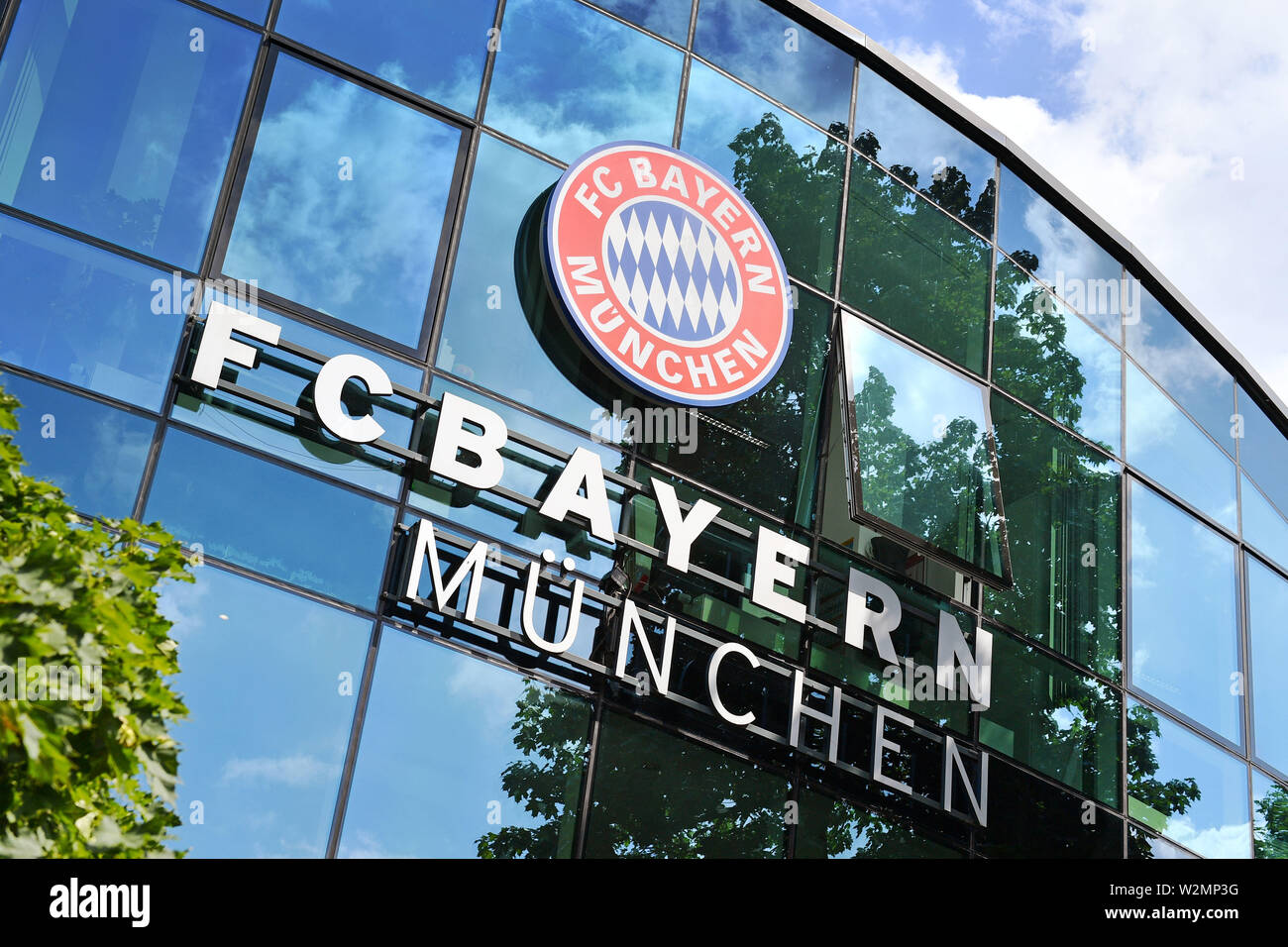 Bayern Munich club coat of arms, club logo. Business office, service center, club premises on Saebener Strasse in Muenchen Harlaching FC Bayern Munich. Soccer 1. Bundesliga, Season 2019/2020, on 09/07/2019. | usage worldwide - Stock Image
