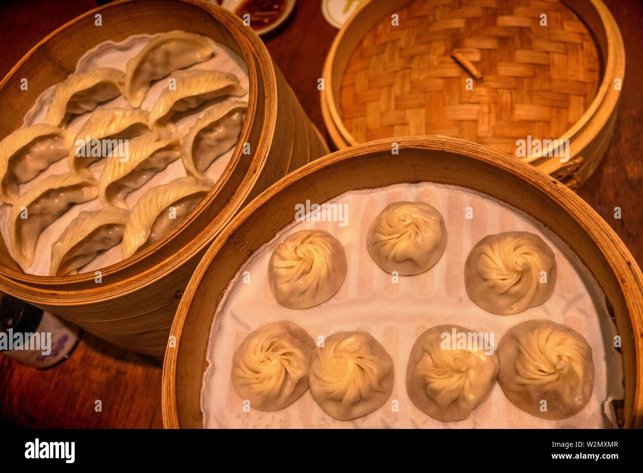 Singapore, serving 'Dim Shu' at the Restaurant Din Tai Fung. - Stock Image