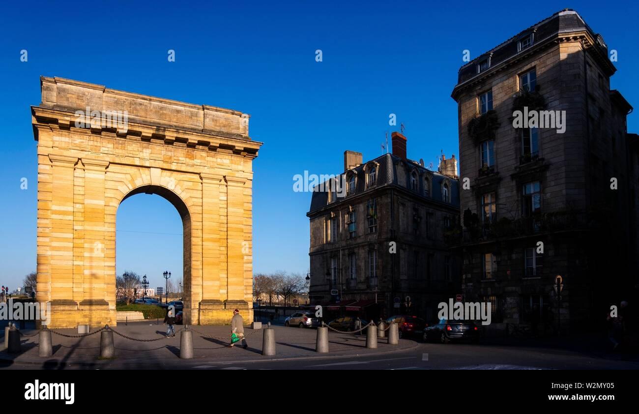 """France, Nouvelle Aquitaine, Gironde, """"Porte de Bourgogne"""" gate, at Bordeaux. Stock Photo"""