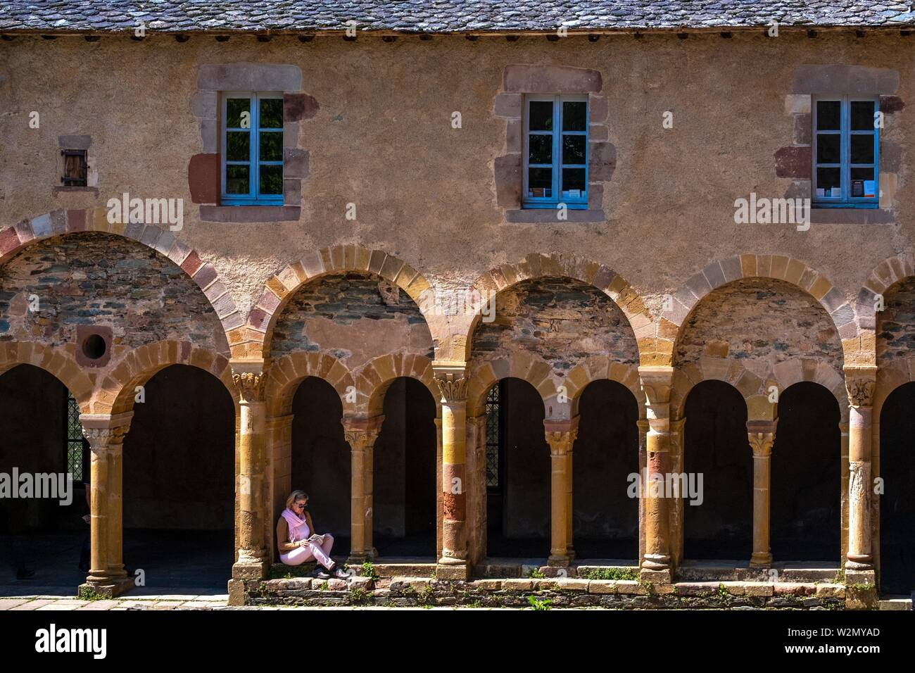 France, Occitanie, Lot,  Clauster of the Abbey Church of Conques. Pilgrimage way to Santiago de Compostela. - Stock Image
