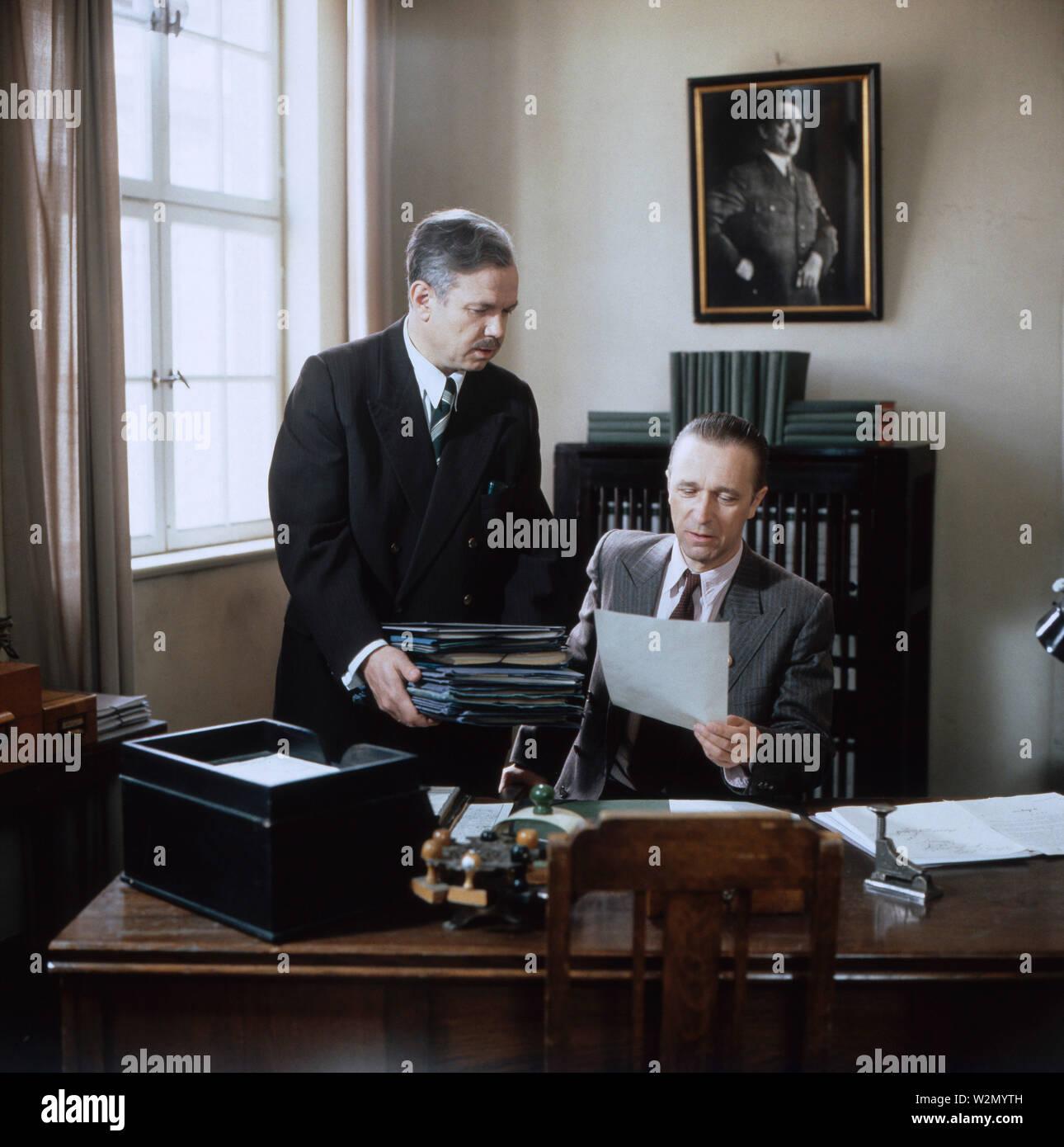 Löwengrube, Fernsehserie, Deutschland 1989 - 1992, Familienserie, Kriminalserie, Darsteller: Jörg Hube, Gerd Anthoff - Stock Image