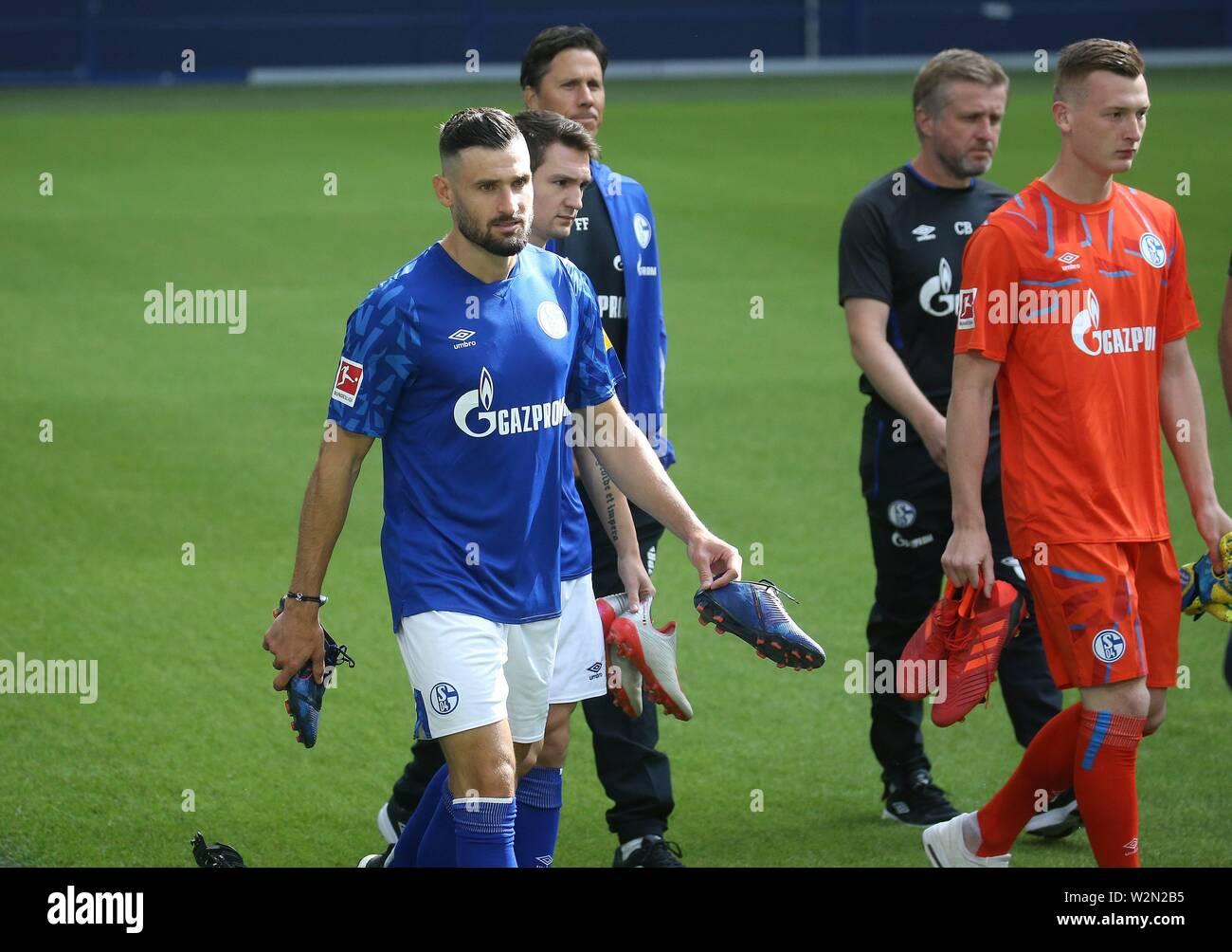 firo: 10.07.2019 Football, 2019/2020 FC Schalke 04, photo shoot, photo session Daniel Caligiuri and Markus Schubert   usage worldwide - Stock Image