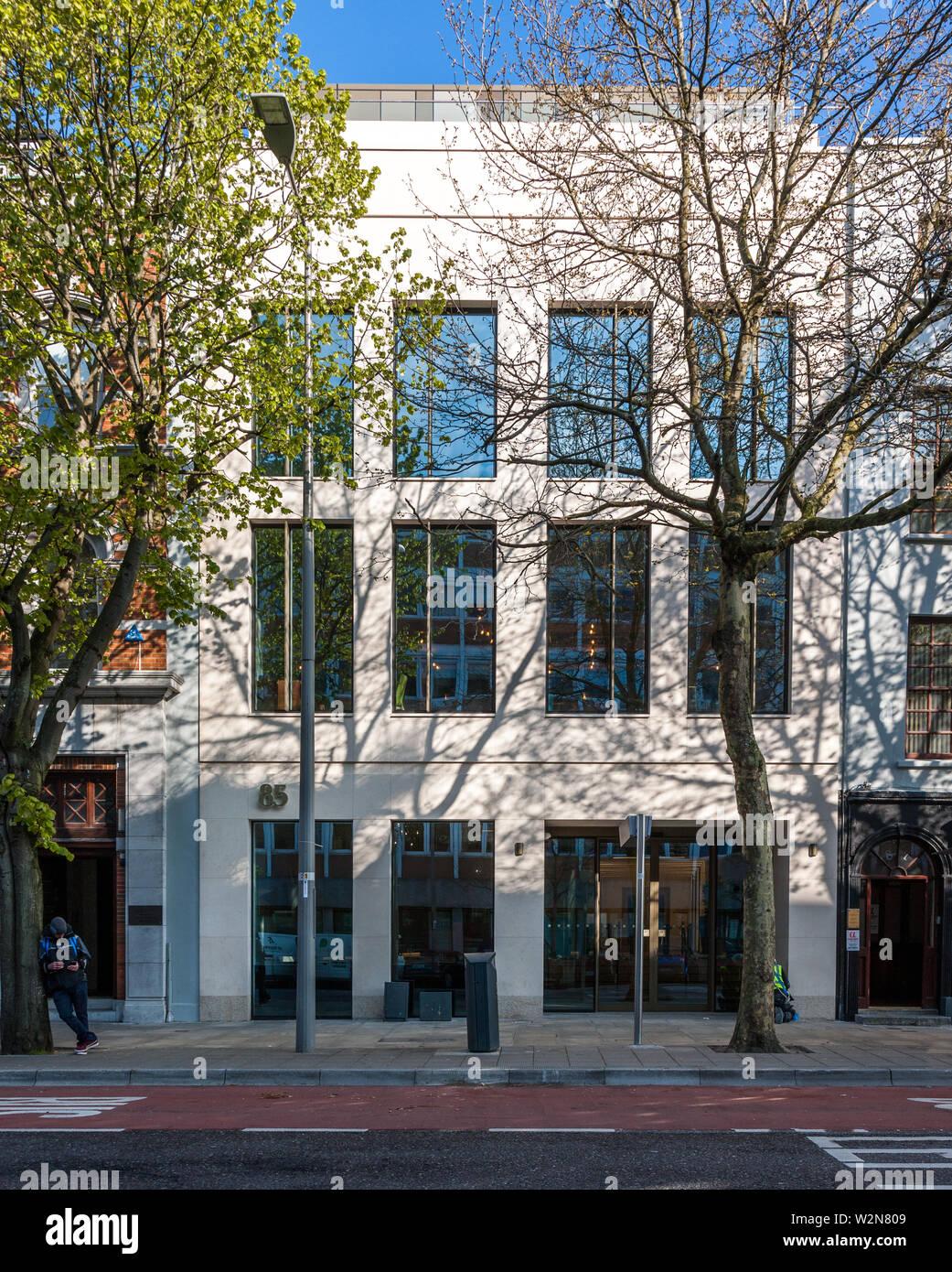 Cork City, Cork, Ireland. 05th April, 2019. A section of the facade of 85 South Mall, Cork, Ireland. - Stock Image