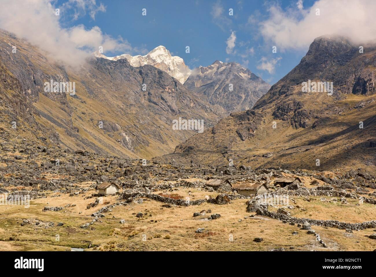 Trekking across the Cordillera Real mountain range, Bolivia. - Stock Image