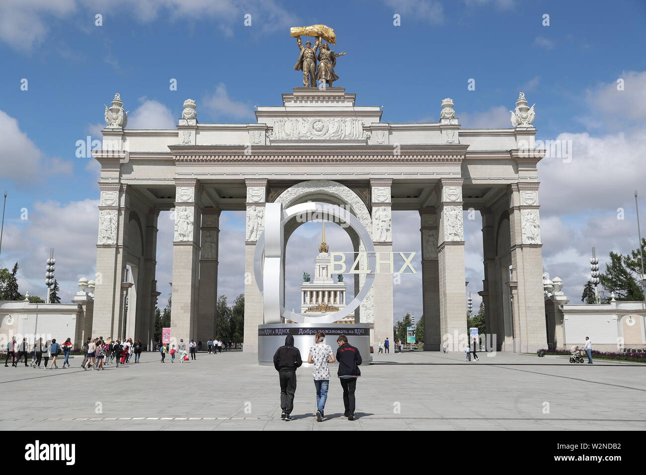 Moscow, Russia. 10th July, 2019. MOSCOW, RUSSIA - JULY 10, 2019: The main entrance to the VDNKh exhibition centre and park. Alexander Shcherbak/TASS Credit: ITAR-TASS News Agency/Alamy Live News Stock Photo