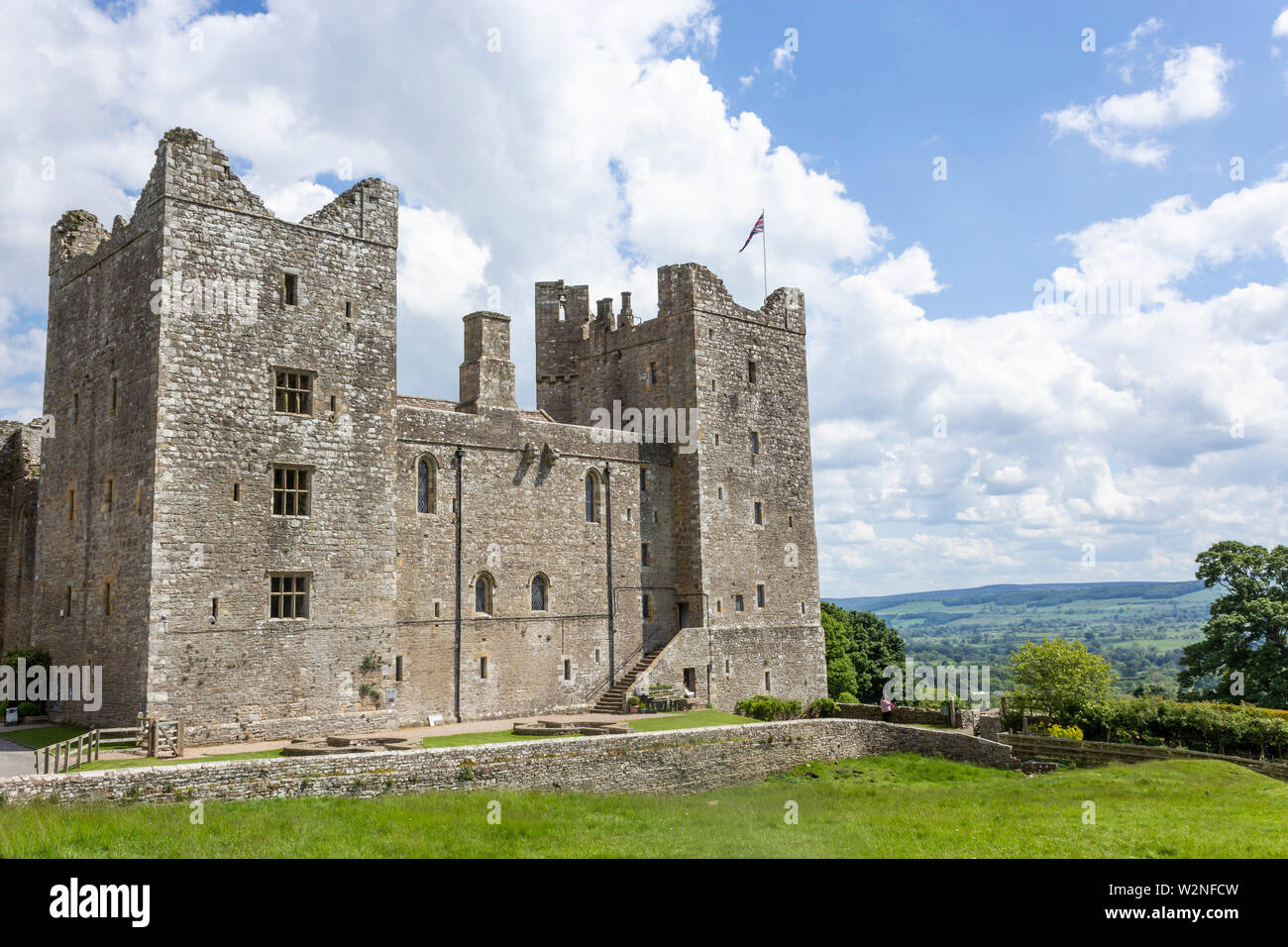 Bolton Castle, Wensleydale, Yorkshire, England. Mary, Queen of Scots was held prisoner at Bolton for six months in 1568. - Stock Image