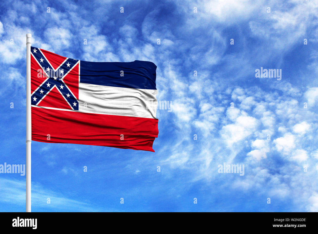 National flag State of Mississippi on a flagpole in front of blue sky - Stock Image