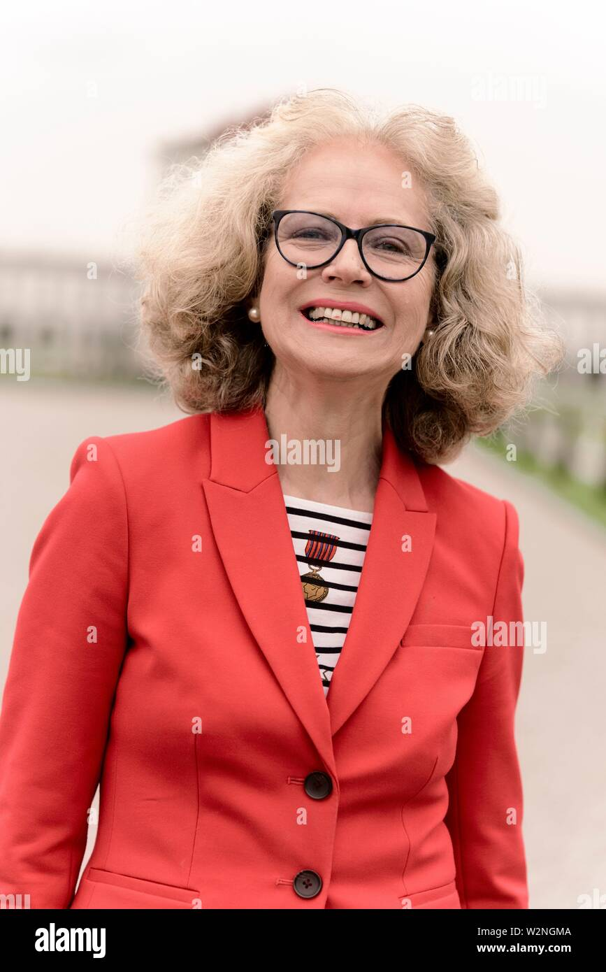 smiling senior woman (67 years old), in Nymphenburg, Munich, Germany. - Stock Image