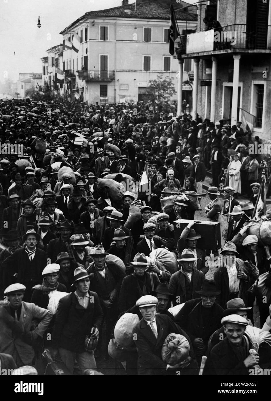 lazio, crowd at littoria, 1920-30 - Stock Image