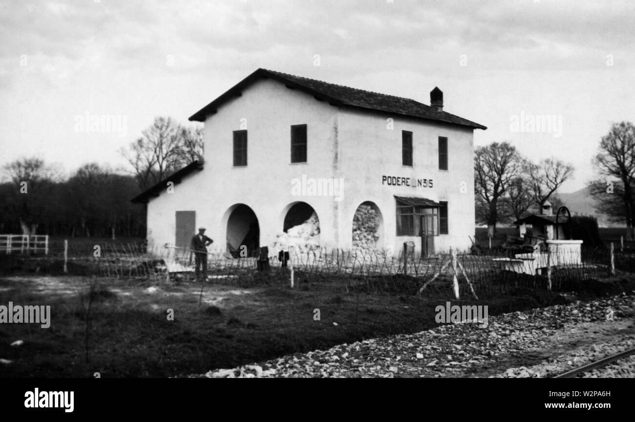one of the 515 farmhouses of the opera nazionale combattenti, riforma fondiaria, littoria, 30s - Stock Image