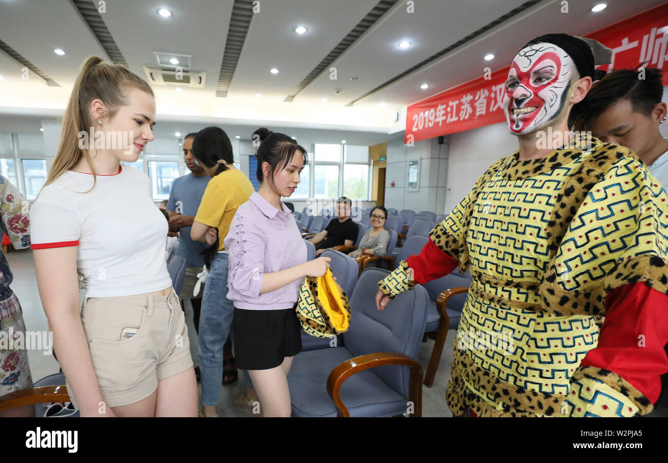 Jiangsu, Jiangsu, China. 10th July, 2019. Jiangsu, China - July 10 2019: Eleven students from the Goldsmiths Confucius institute for dance and performance at University of London have entered jiangsu university for a 2019 summer camp in China.Through the appreciation, learning and experience of Chinese opera, they perceive the charm of traditional Chinese culture.They will also learn Chinese calligraphy and tai chi, visit historical and cultural sites, and embark on a rich cultural tour of China. Credit: SIPA Asia/ZUMA Wire/Alamy Live News - Stock Image