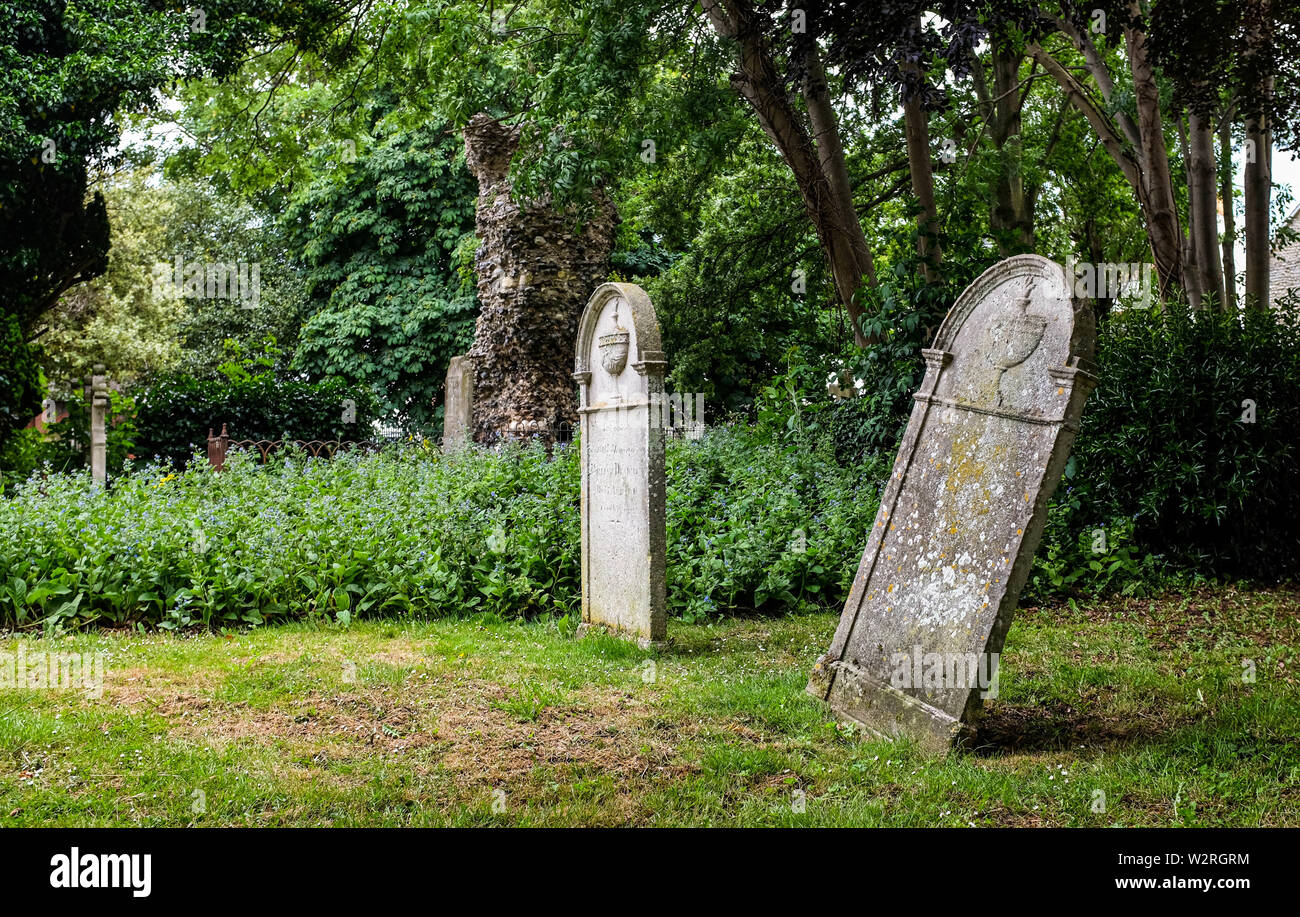 Woodstock village Oxfordshire UK - Graveyard at the picturesque village St Mary Magdalene Church of Woodstock near Oxford - Stock Image