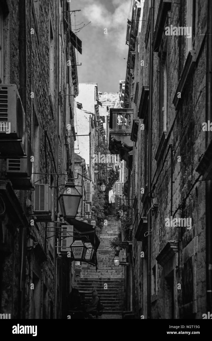 Kunićeva, a steep, narrow lane in stari grad, Dubrovnik, Croatia.  Black and white version - Stock Image