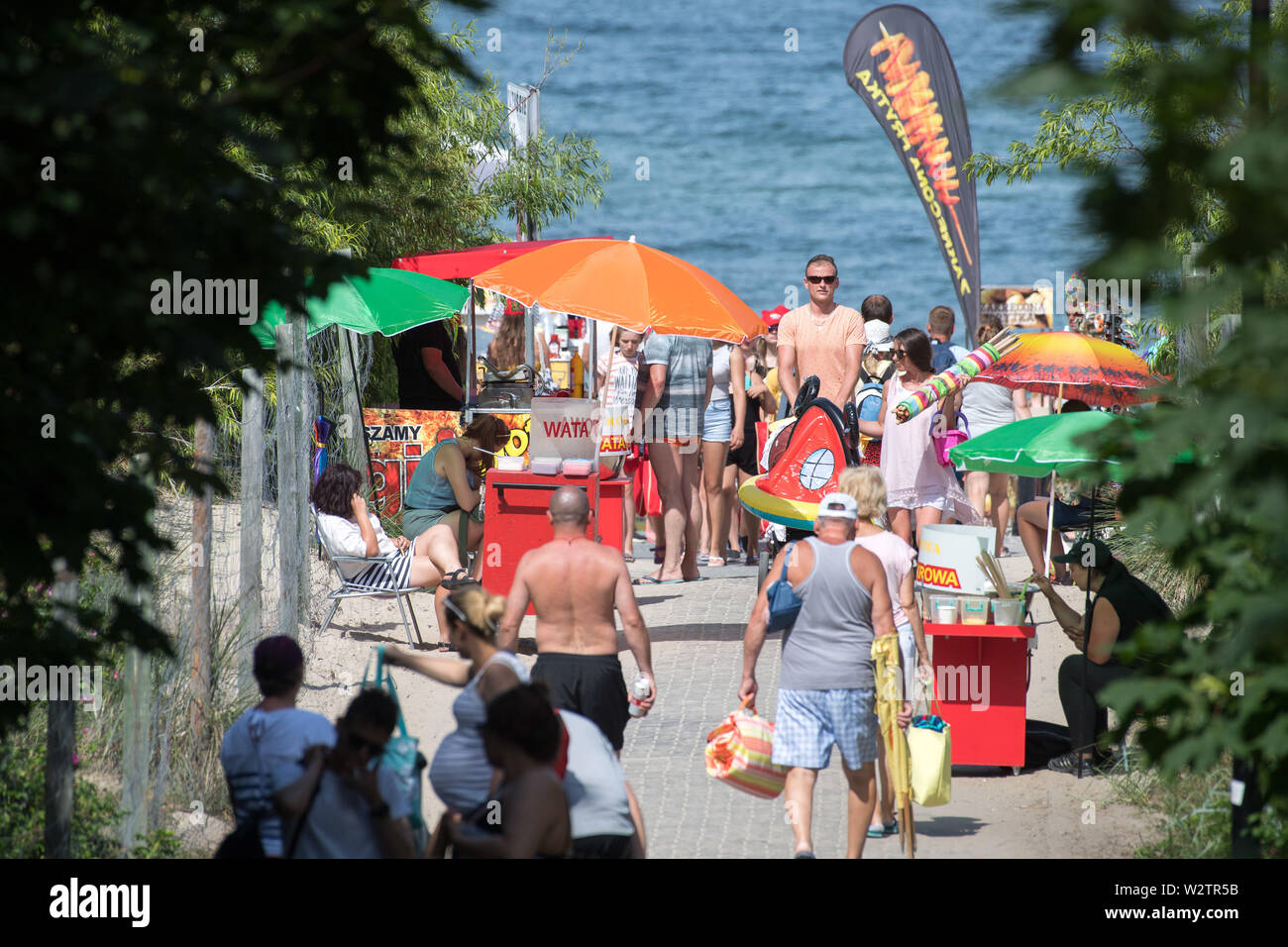 Hot day on a crowded beach in Wladyslawowo, Poland. June 25th 2019 © Wojciech Strozyk / Alamy Stock Photo - Stock Image
