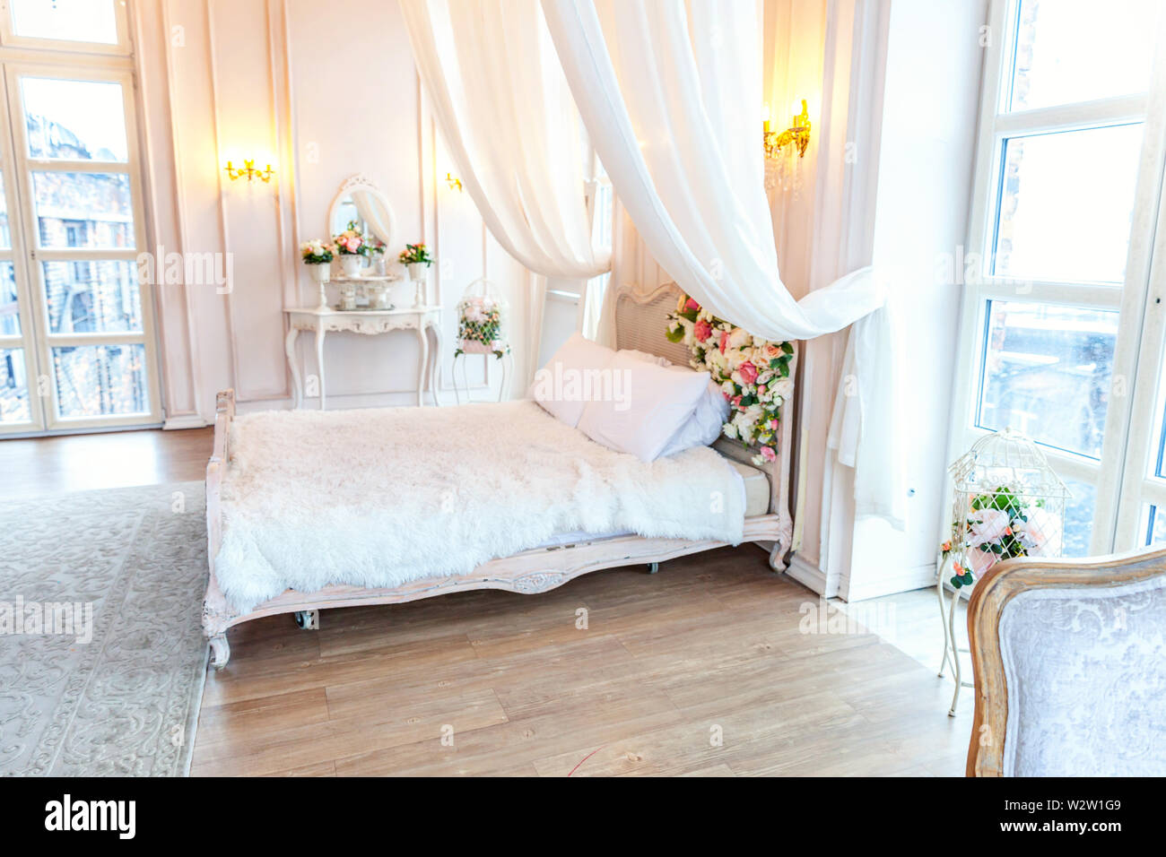 Stupendous Beautiful Luxury Classic White Bright Clean Interior Bedroom Home Interior And Landscaping Staixmapetitesourisinfo