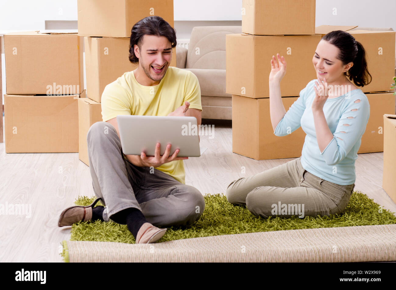 The young pair moving to new apaprtment - Stock Image