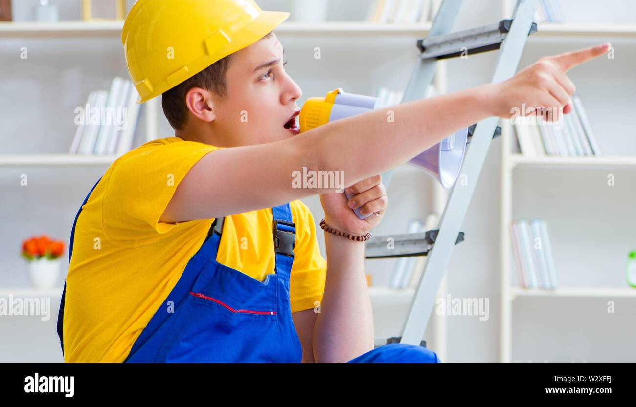 The young man assembling wood pallet - Stock Image