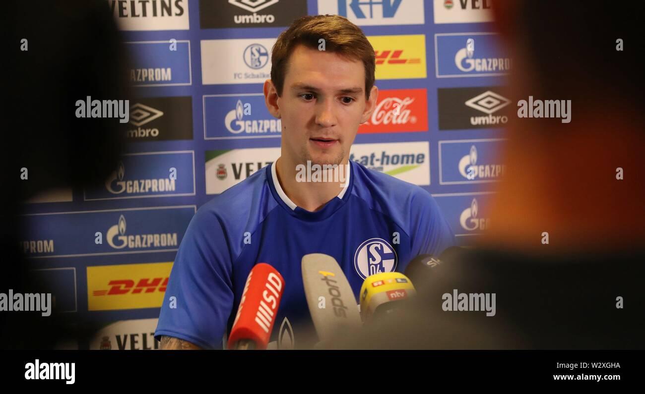 firo: 10.07.2019 Football, 2019/2020 FC Schalke 04, PK, Press Conference Presentation, Benito Raman, Portrait, Interview,   usage worldwide - Stock Image