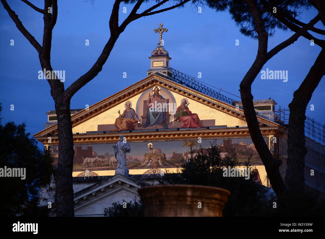 mosaico timpano Basilica San Paolo fuori le mura, Roma Stock Photo