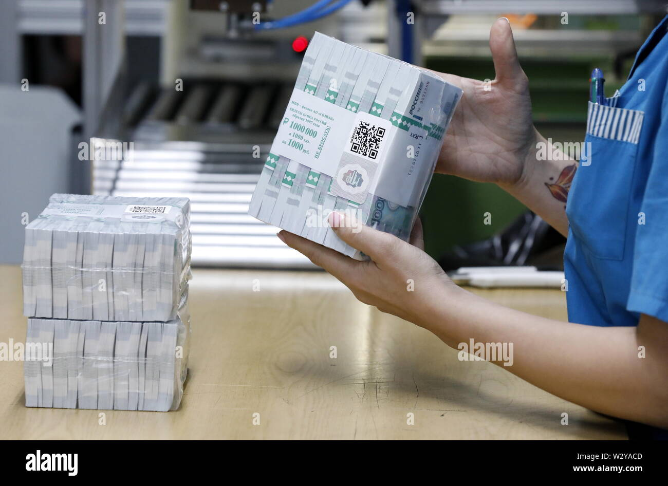 Moscow, Russia. 11th July, 2019. MOSCOW, RUSISA - JULY 11, 2019: Russian 1,000-ruble banknotes produced at the Moscow Printing Factory owned by Goznak, the enterprise and its branch both celebrating their centenaries in 2019. Artyom Geodakyan/TASS Credit: ITAR-TASS News Agency/Alamy Live News - Stock Image