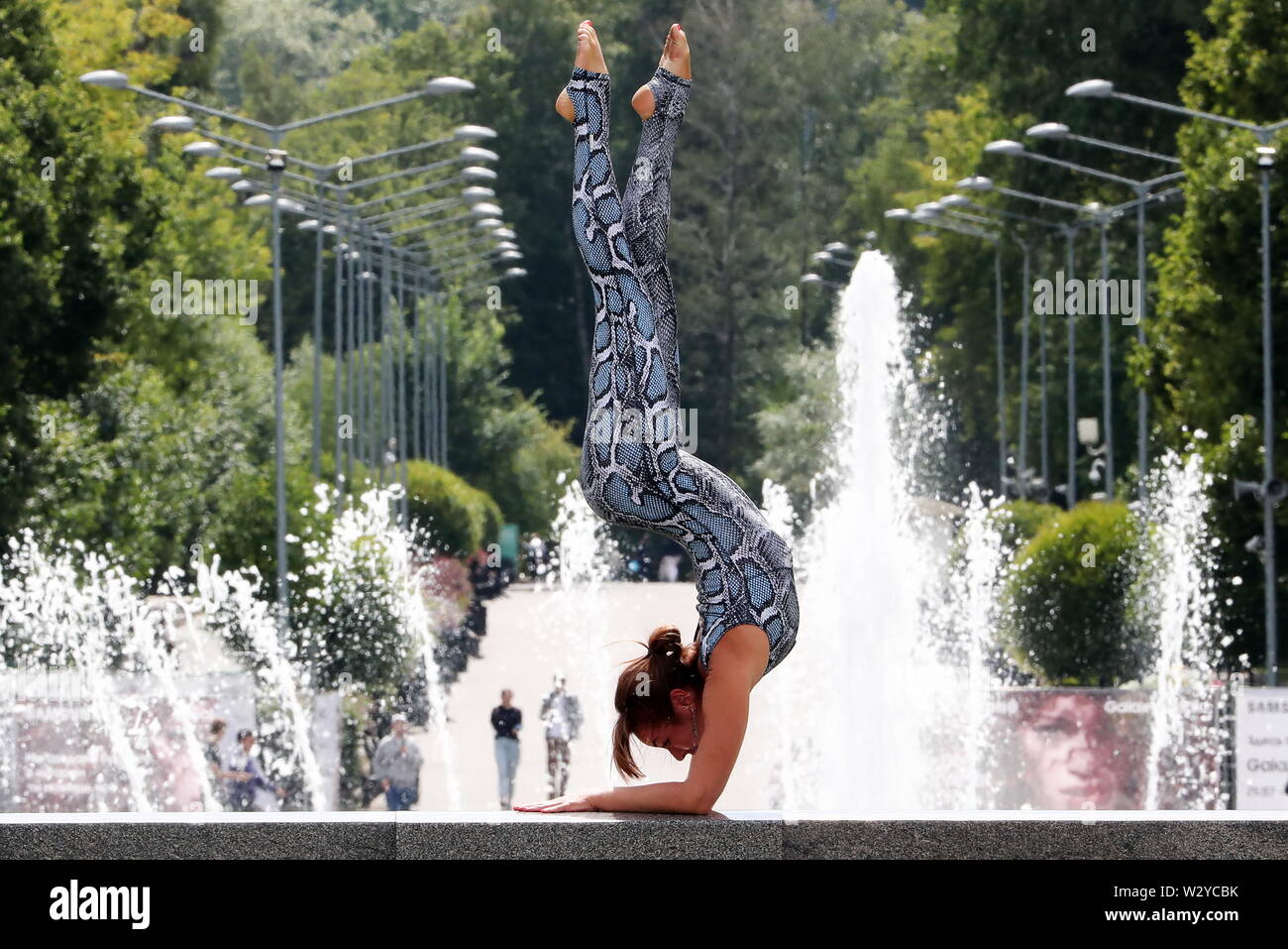 Moscow, Russia. 10th July, 2019. MOSCOW, RUSSIA - JULY 10, 2019: A girl doing yoga in Gorky Park. Anton Novoderezhkin/TASS Credit: ITAR-TASS News Agency/Alamy Live News Stock Photo