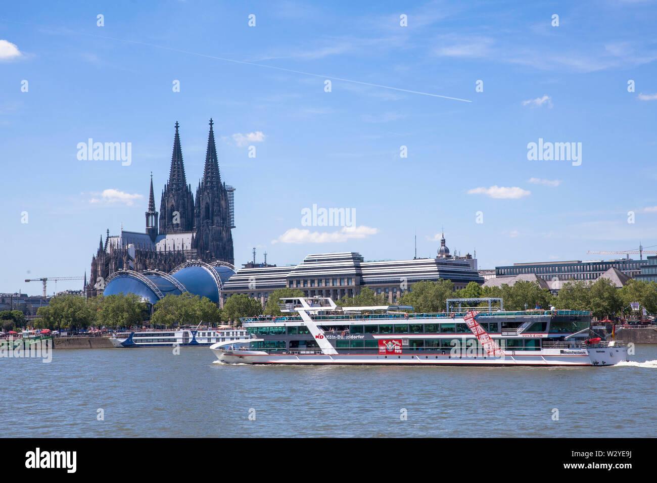 the gothic cathedral, excursionships on river Rhine, Cologne, Germany.  der Dom, Ausflugsschiff auf dem Rhein, Koeln, Deutschland. - Stock Image