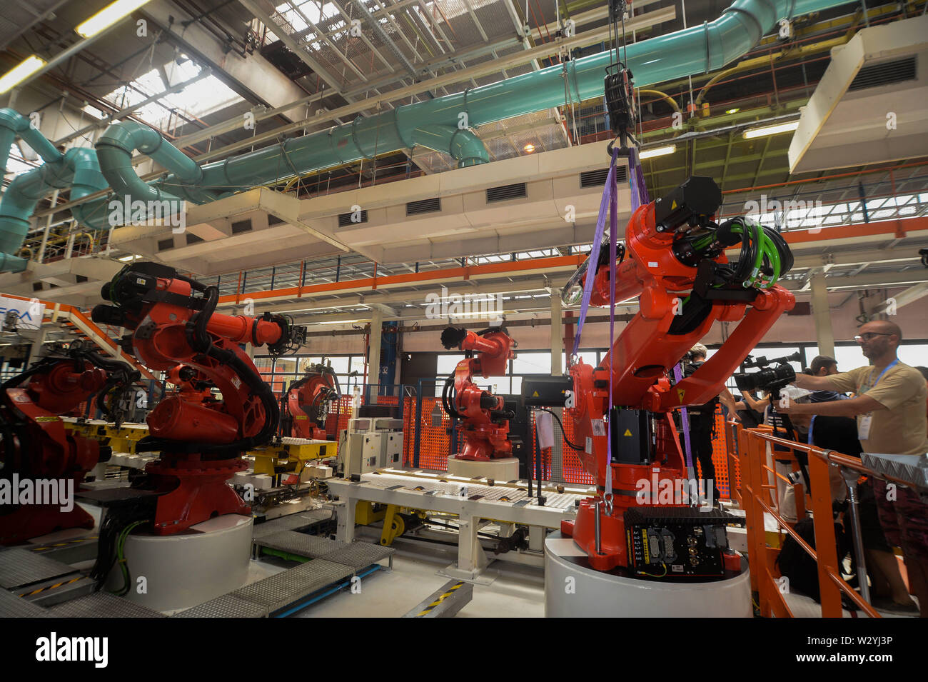 FIAT CHRYSLER AUTOMOBILES CORPORATE INSTALATION FIRST ROBOT FOR THE NEW 500 MIRAFIORI LINE (Edoardo Sismondi/Fotogramma, TORINO - 2019-07-11) p.s. la foto e' utilizzabile nel rispetto del contesto in cui e' stata scattata, e senza intento diffamatorio del decoro delle persone rappresentate Stock Photo