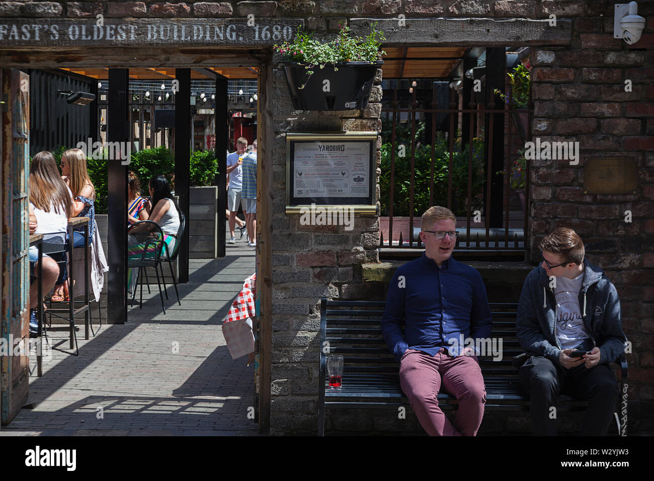 Ireland North Belfast Cathedral Quarter Exterior Of The Dirty Onion And Yardbird Bar Restaurant On Hill Street Stock Photo Alamy