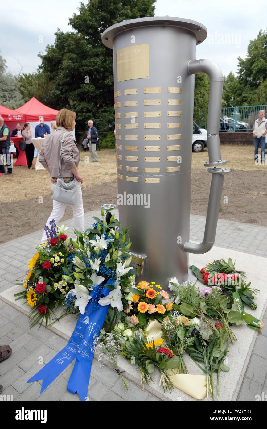11 July 2019, Saxony-Anhalt, Bitterfeld-Wolfen: A stele commemorates the victims of the chemical accident on 11.07.1968. A stele commemorates the victims of the chemical accident on 11.07.1968. 42 people died at that time, more than 240 were injured. Photo: Sebastian Willnow/dpa-Zentralbild/ZB - Stock Image