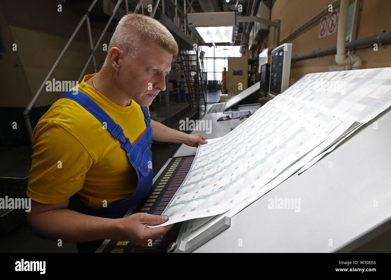 Moscow, Russia. 11th July, 2019. MOSCOW, RUSSIA - JULY 11, 2019: Making Russian 1,000-rouble banknotes at the Moscow Printing Factory owned by Goznak; the enterprise and its branch both celebrating their centenaries in 2019. Artyom Geodakyan/TASS Credit: ITAR-TASS News Agency/Alamy Live News - Stock Image