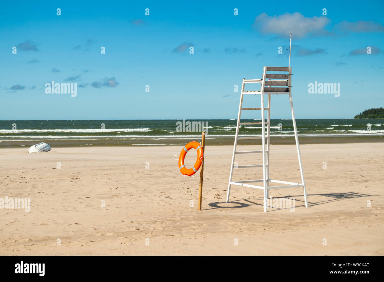 Lifeguard tower and lifering on beautiful sandy beach Yyteri at summer, in Pori, Finland - Stock Image
