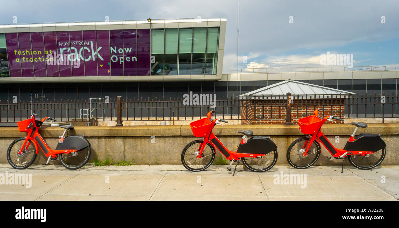 Jump brand e-bikes outside the Empire Outlets mall in Staten Island in New York on Saturday, July 6, 2019. (© Richard B. Levine) - Stock Image
