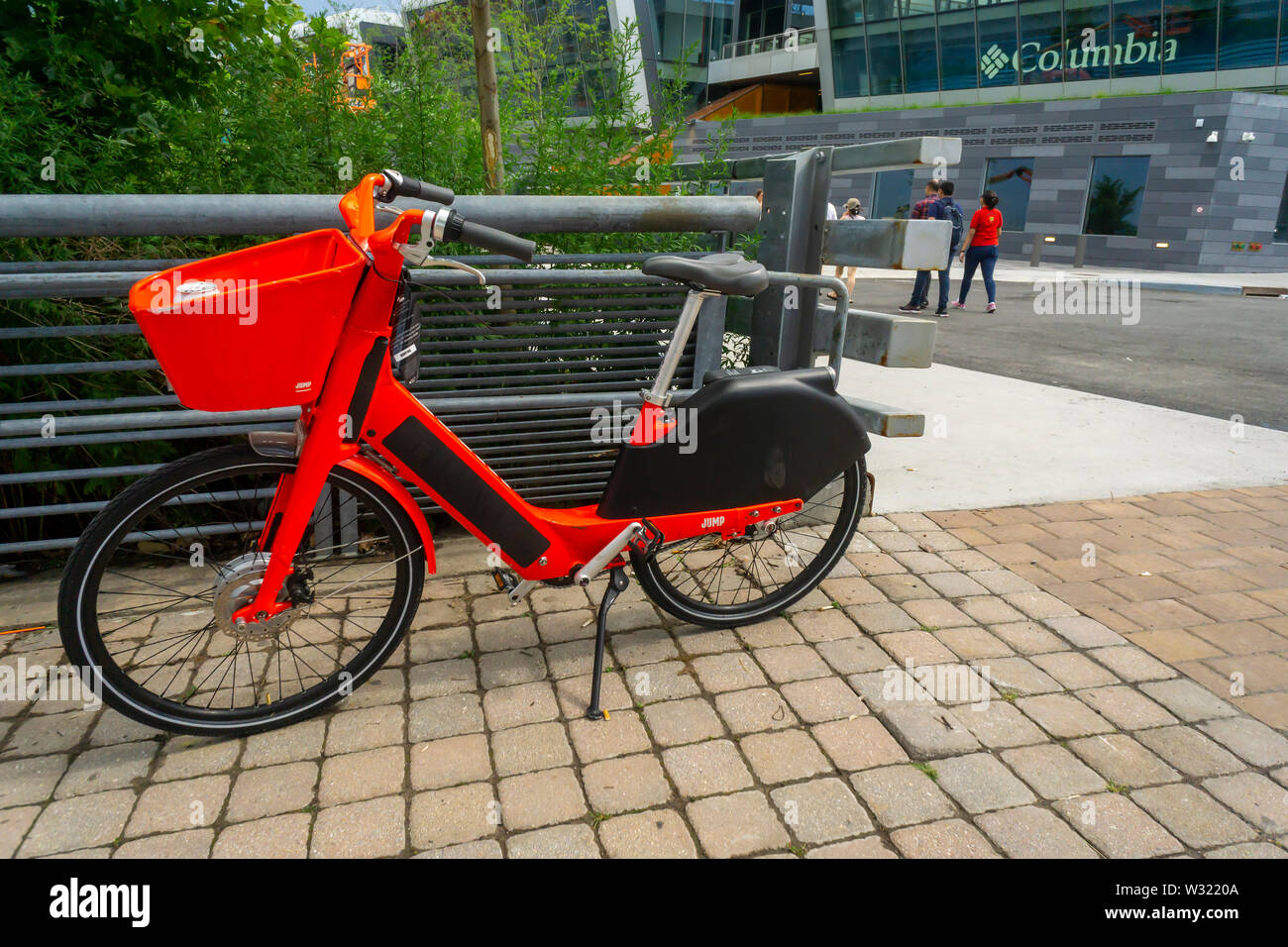 Jump brand e-bike outside the Empire Outlets mall in Staten Island in New York on Saturday, July 6, 2019. (© Richard B. Levine) - Stock Image