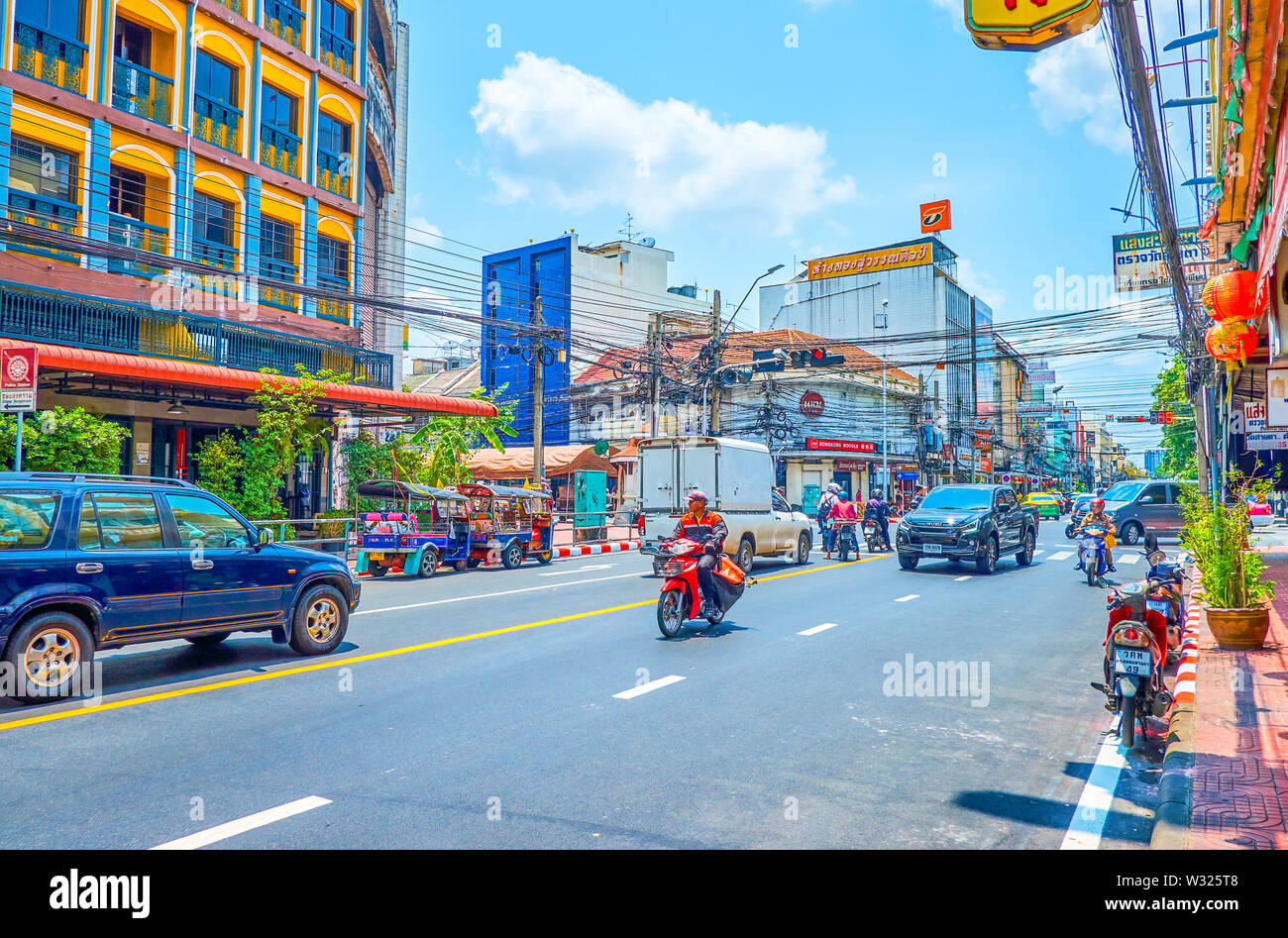 BANGKOK, THAILAND - APRIL 22, 2019: The urban scene of the central part of the city with riding cars in Phra Sumen Road, on April 22 in Bangkok - Stock Image
