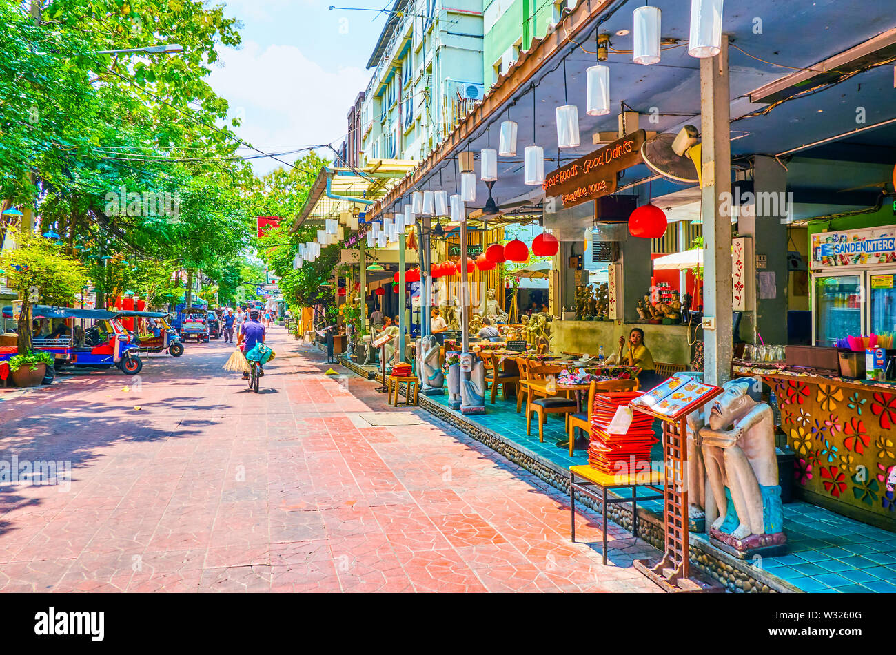 BANGKOK, THAILAND - APRIL 22, 2019: The line of restaurants with traditional Thai food in Ram Buttri road in central district, on April 22 in Bangkok - Stock Image